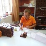 Finca El Sitio - Banding and Packaging the Cigars