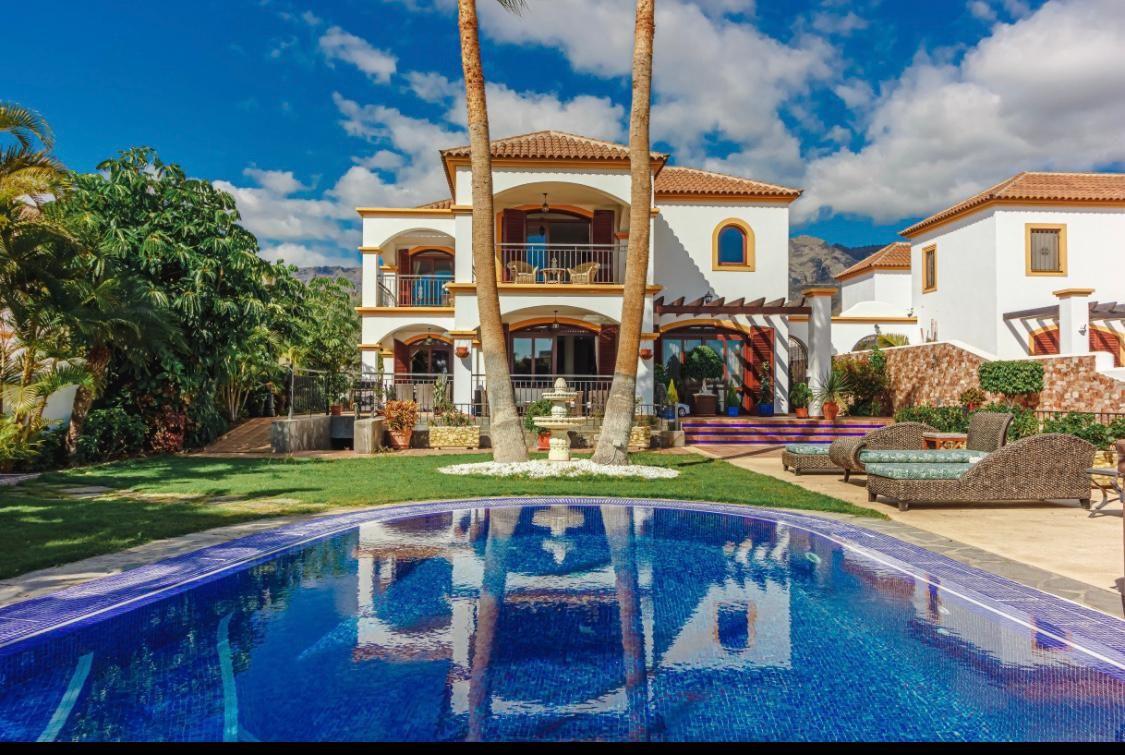 Preciosa Villa con estilo Andaluz en el Madroñal
